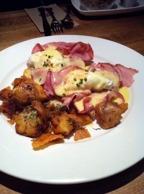 Earls Eggs Benny (Small)