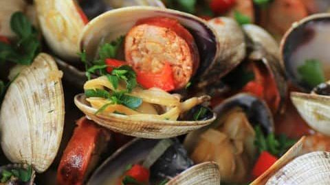 Grilled Clams with Chorizo for Summer BBQ Party #SundaySupper