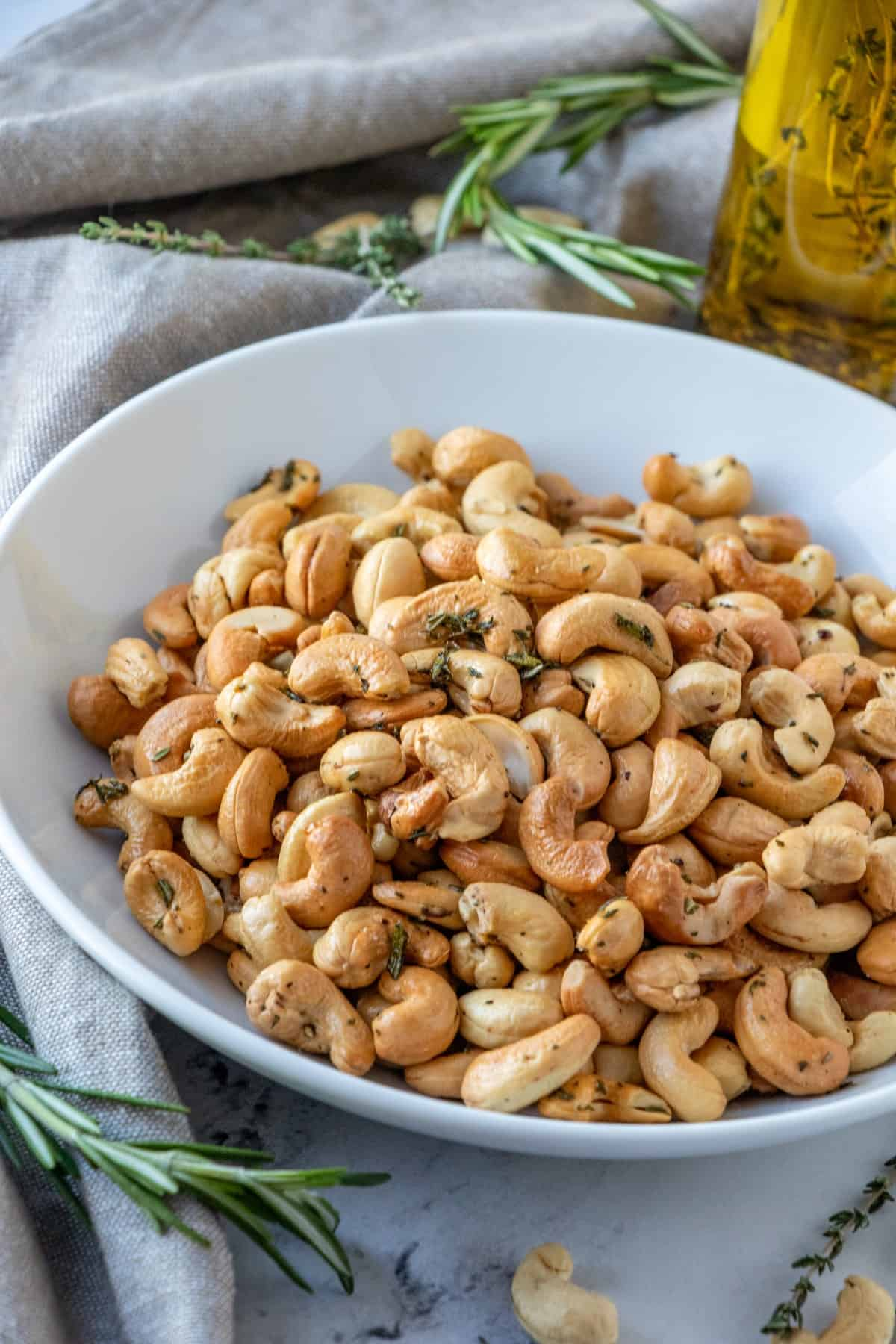 Closeup of cashews in a bowl