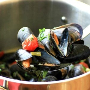 White Wine Garlic Mussels by Noshing With The Nolands (Custom)