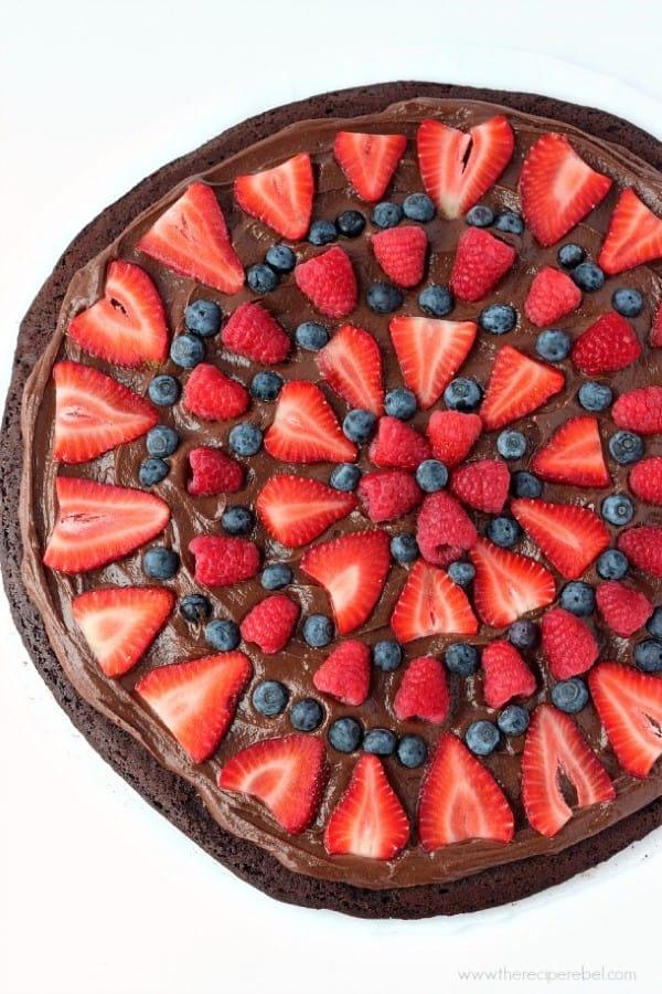 Nutella-Brownie-Fruit-Pizza-www.thereciperebel.com-1-610x915 (Custom)