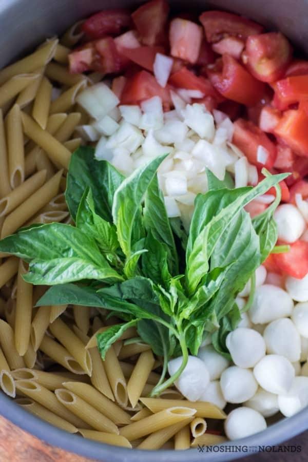 One-Pot Easy Caprese Pasta