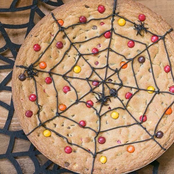 Cookie spider cake with M&M's and black spiders