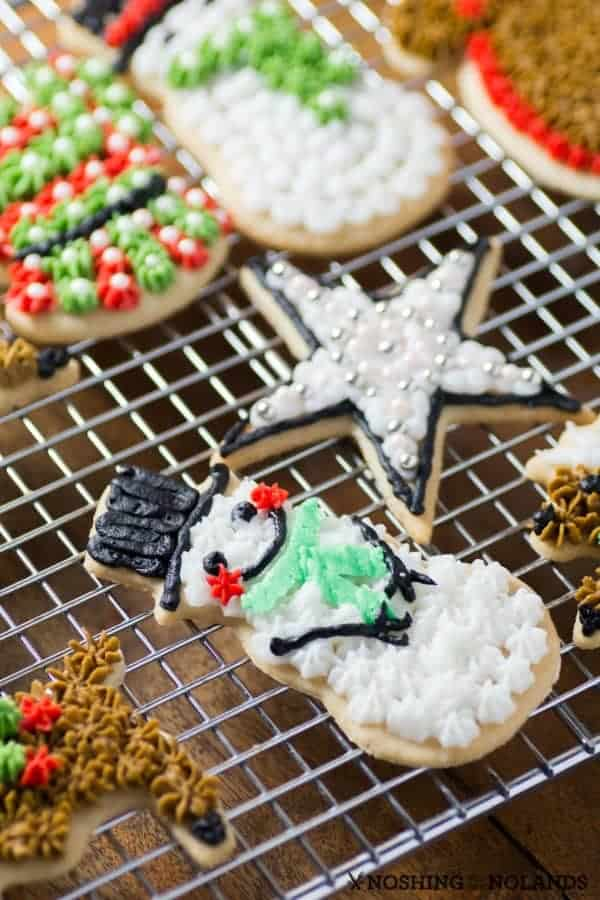 30 Cute Christmas Desserts And More