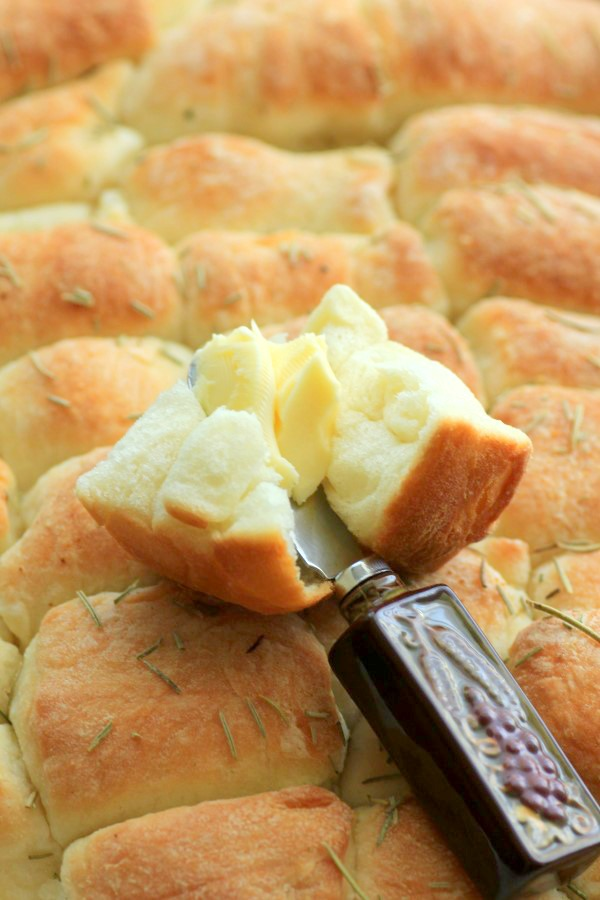 40 Amazing Easter Side Dishes, rolls with butter