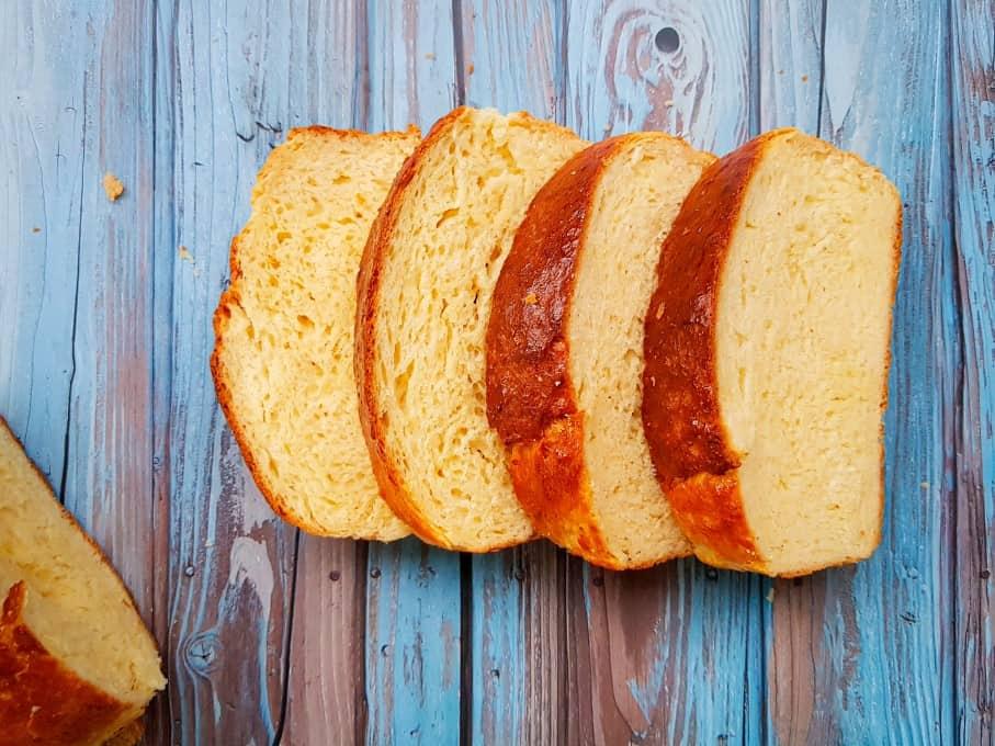 Horizontal picture of sliced brioche bread.