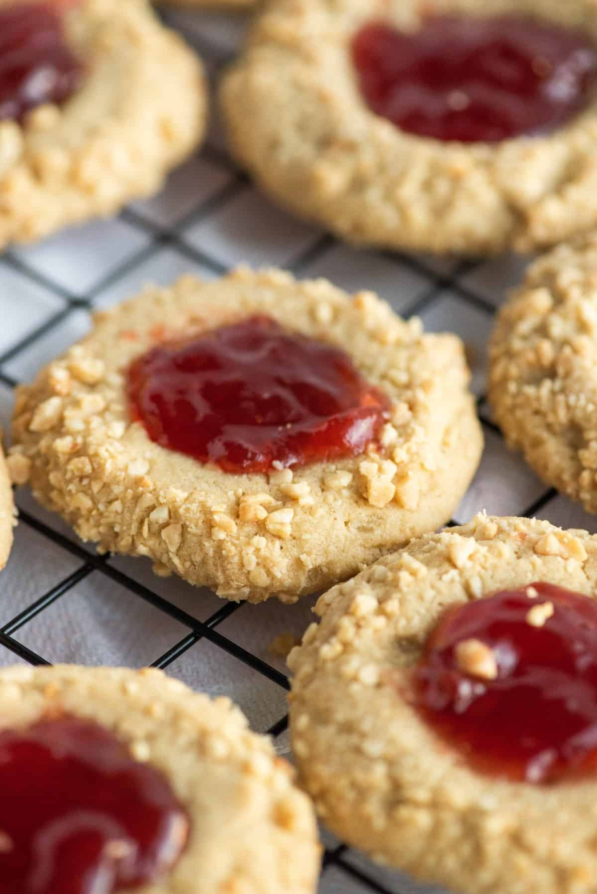 Closeup of cookies on a cooling rack